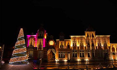 Illuminations place projecteurs et guirlandes lumineuses Soignies