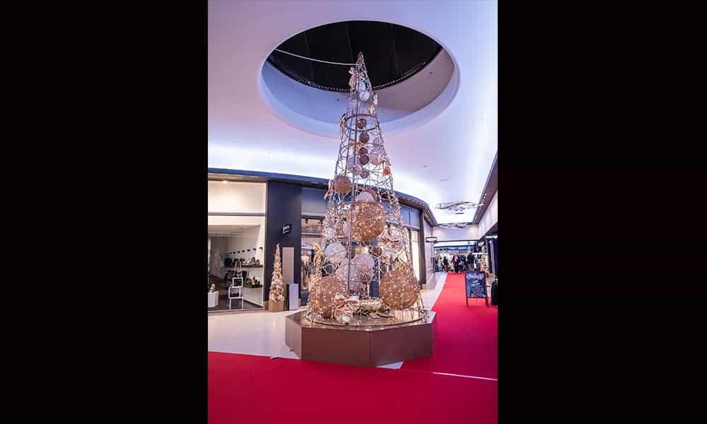 Galerie commercante illumination cone sapin atrium Toison dOr