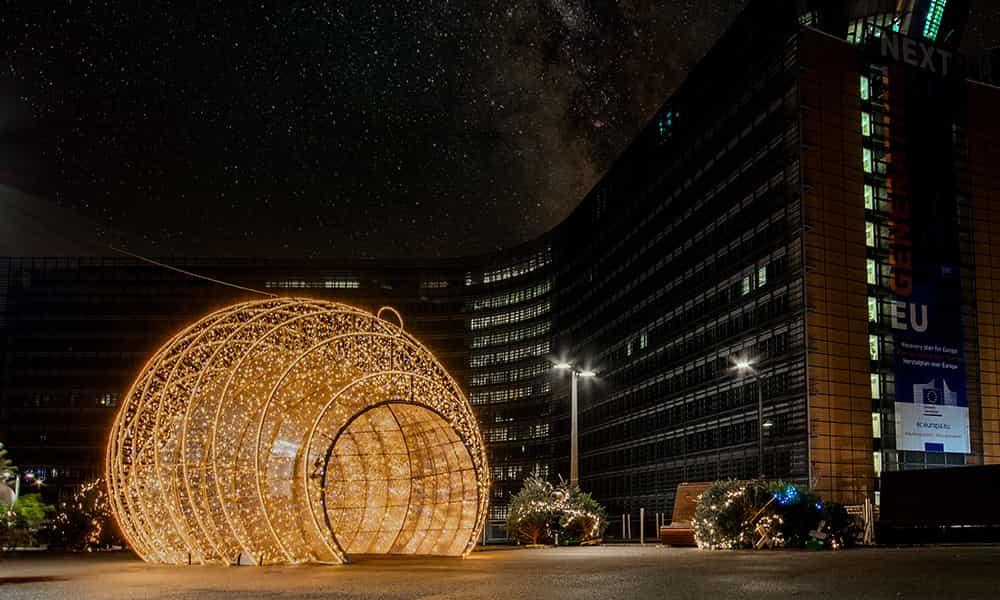 Structure 3D décorations boules de Noel Schuman