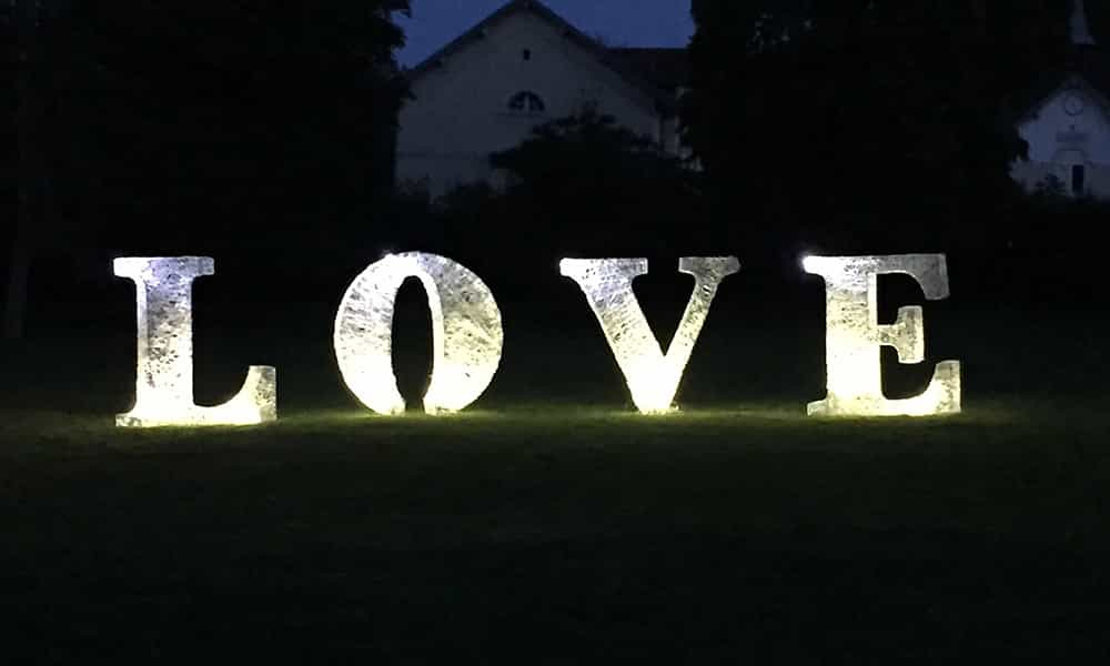 Lettres Love décoration événement nuit