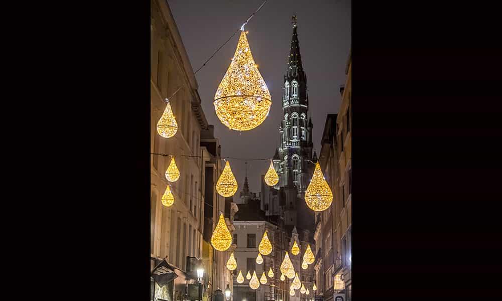 Décoration de Noël illuminations gouttes grand place bruxelles